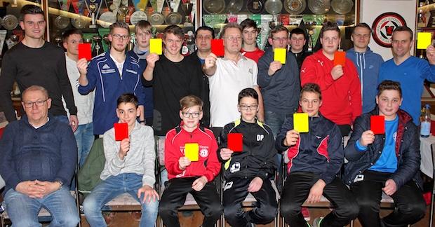 Photo of Neue Schiedsrichter für die Region – 13 Teilnehmer bestehen Prüfung