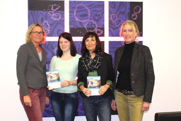 Waren maßgeblich an der Aktualisierung der Gewaltschutzbroschüre beteiligt (von links): Heidi Dreisbach, Sandy Seifferth, Martina Böttcher und Andrea Niggemann. Es fehlt: Ingrid Süße (Foto: Kreis Siegen-Wittgenstein).