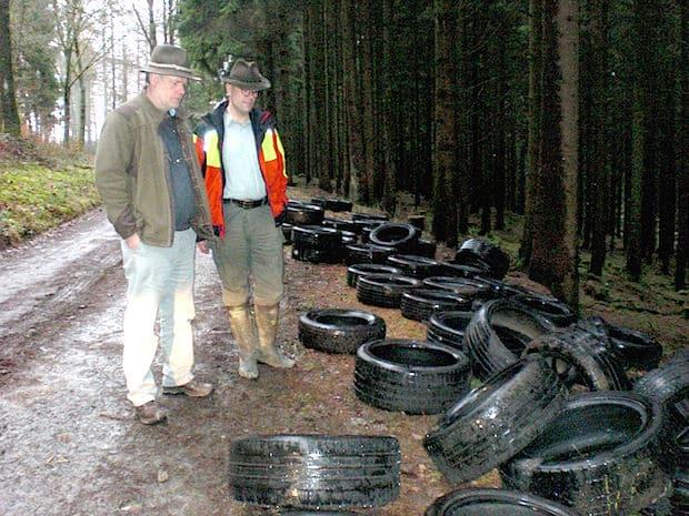 Photo of Neunkirchen: Unbekannte entsorgten Altreifen im Wald