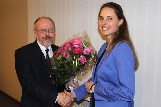Dr. Gerhard Zoubek, Vorsitzender des Regionalvereins LEADER-Region 3-Länder-Eck, begrüßte die neue Regionalmanagerin Anne-Kathrin Hoß (Foto: Gemeinde Wilnsdorf).
