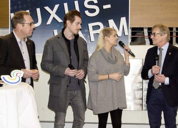 Gemeinsam Botschafter für die Region: Jini Meyer und Jan Zimmer (2. von links), hier beim Pressetermin im Iserlohner Rathaus mit Bürgermeister Dr. Peter Ahrens (rechts) und Hubertus Winterberg (links) - Foto: Südwestfalen Agentur GmbH.