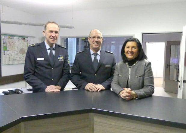 Begrüßung des neuen Wachleiters Uwe Sommer durch Landrätin und Polizeidirektor Michael Schrage (Foto: Kreispolizeibehörde Soest).