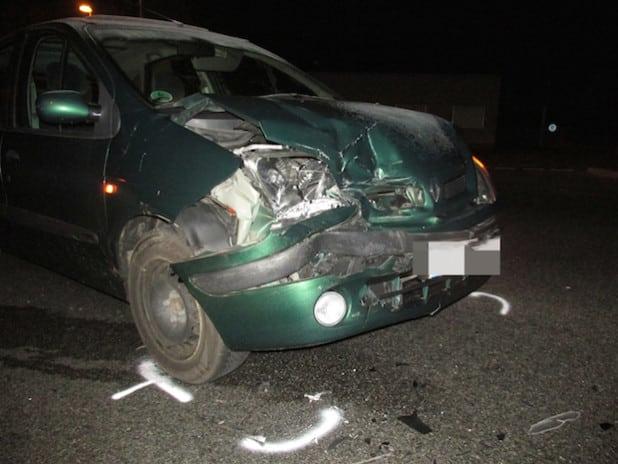 Insgesamt drei Fahrzeuge wurden bei dem Unfall stark beschädigt (Foto: Kreispolizeibehörde Soest).