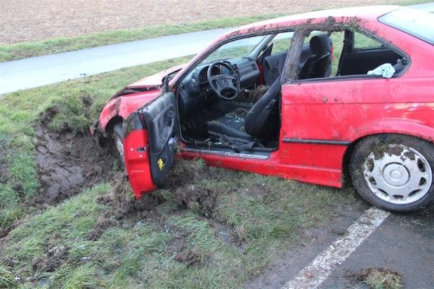 Zwei Personen wurden bei dem Unfall verletzt (Foto: Kreispolizeibehörde Soest).