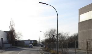 Geseke: Straßenlaterne touchiert und geflüchtet