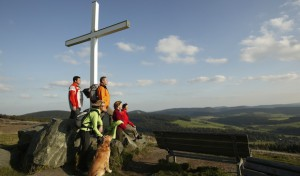 Winterberg: Wandern durch blühende Bergwiesen, Hochheide und an NRWs höchstem See