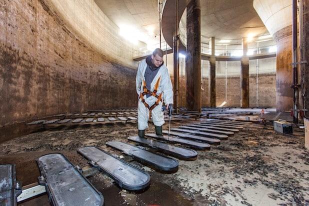 Mit den neuen Belüfterelementen werden beim Betrieb der Kläranlage Iserlohn-Letmathe jedes Jahr 21.500 € eingespart - Foto: Ruhrverband.