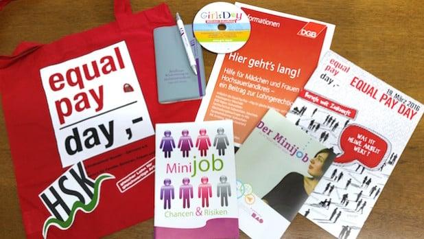 Aktuelle Broschüren informieren Frauen zu ihren beruflichen Möglichkeiten, auch für Beschäftigte im Minijob - Foto: Pressestelle Hochsauerlandkreis.