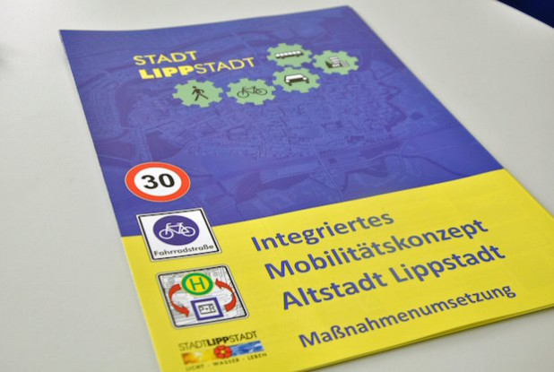 Ein Informationsflyer gibt Auskunft über die einzelnen Maßnahmen des Mobilitätskonzeptes (Foto: Stadt Lippstadt).