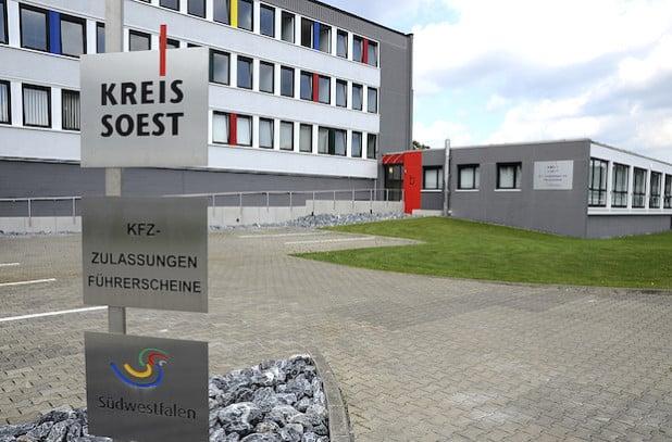 Die Kfz-Zusassungsstellen in Soest und Lippstadt (Bild) öffnen ab Montag, 21. März 2016, erst um 8 Uhr (Foto: Wilhelm Müschenborn).