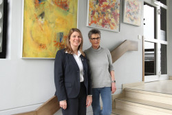 <b>Kunst auf der Treppe: Marion Berger stellt im Wilnsdorfer Rathaus aus</b>