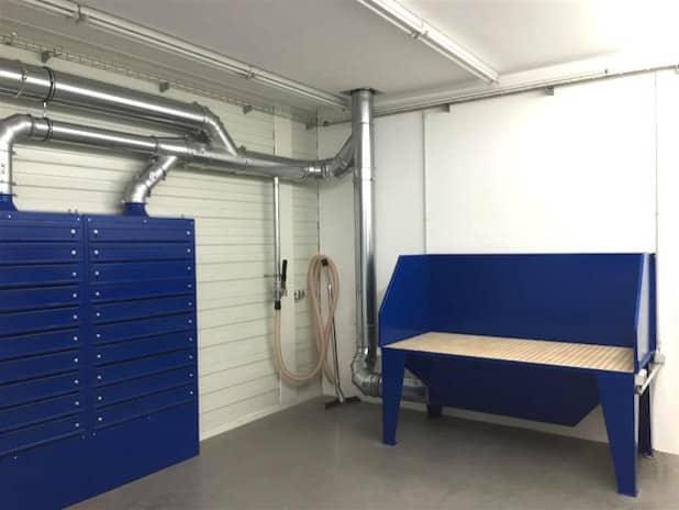 Absaugwand und Absaugtisch in einem Schleifraum - Foto: LET Meschede GmbH