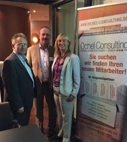 Foto v.l.n.r.: Initiatoren und Gastgeber Rüdiger Stahl und Detlef Ochel mit Referentin Jennifer Reckow. Quelle: D.O.