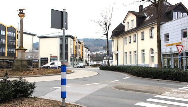 Am Samstag, 19. März 2016, kommt es im Bereich des Kreisverkehrs Niederste Straße/Bahnhofstraße in Attendorn in den Morgenstunden zu kurzzeitigen Verkehrsbehinderungen (Foto: Hansestadt Attendorn).