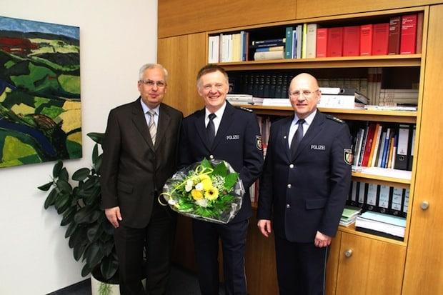 Photo of Hochsauerlandkreis: Landrat Dr. Schneider verabschiedet Rudolf Figgen in einen Auslandseinsatz