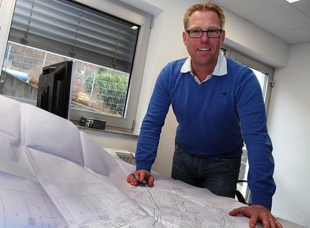 Thomas Gartz und seine Kollegen im Technischen Büro haben das 195 km lange Wassernetz der Stadtwerke Hemer immer im Blick und planen die Modernisierungsmaßnahmen. Quelle: PRÜNTE & KOLLEGEN