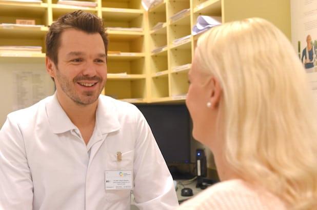Eine sensible medizinische Aufklärung seiner Patienten ist dem Facharzt für Plastische & Ästhetische Chirurgie, Dr. Denis Simunec, besonders wichtig - Foto: Marienkrankenhaus Soest.