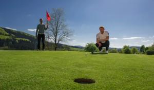 Schmallenberg: Abschlag zur 21. Sauerland Open: Golfen im Schmallenberger Sauerland