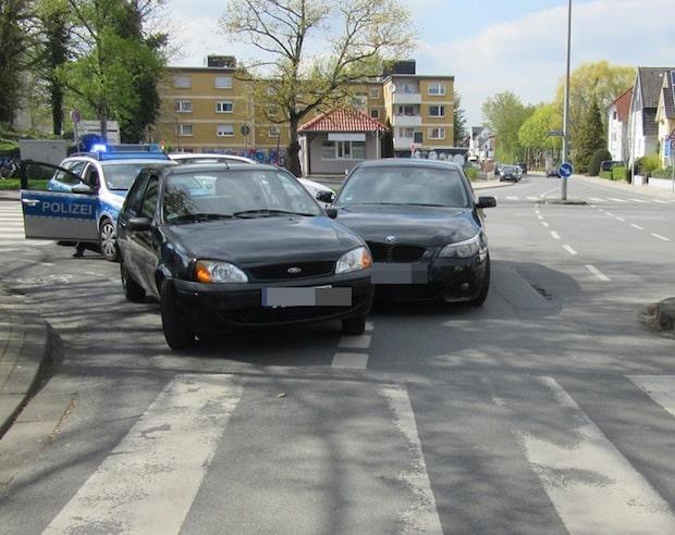 Photo of Soest – Fahrzeuge stießen auf Kreuzung zusammen