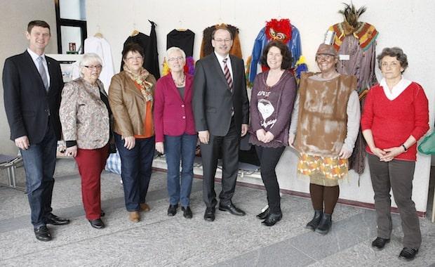 Photo of Märchen dominieren Kreishaus-Foyer – Landrat Thomas Gemke eröffnet Ausstellung im Märkischen Kreis