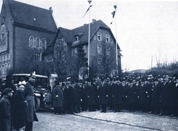 """7. Februar 1926: Einweihung des damals neu genutzten Regierungsgebäudes an der Seibertzstraße (heutiger """"Altbau""""). Quelle: Bezirksregierung Arnsberg"""