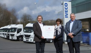 Siegen: Arbeitsagentur verleiht Ausbildungszertifikat an Iveco West in Freudenberg