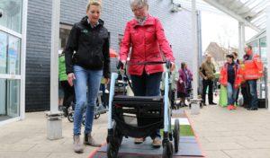 Senioren wurden beim ersten Rollatortag in Neukirchen umfassend informiert