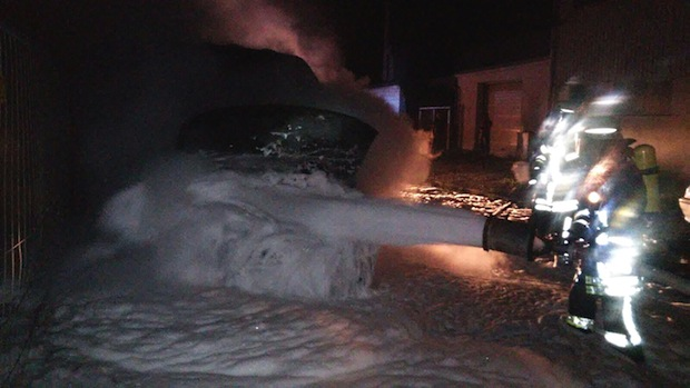 Photo of Kleintransporter brennt hinter dem Arnsberger Bahnhof aus
