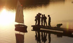 Abenteuer an Land und im Wasser: Leinen los für Ferienspaß am Möhnesee