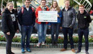 Hochsauerlandkreis: Volksbank Sauerland spendet 250 Euro für die Jugendarbeit der KjG