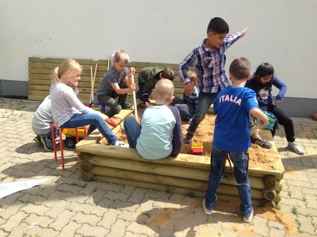Photo of Neunkirchener Schüler freuen sich über Sandkasten