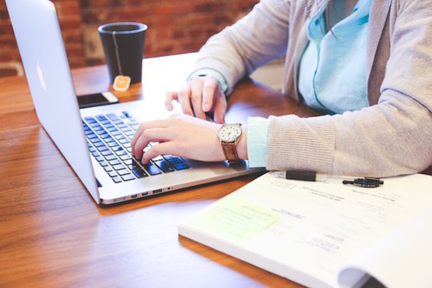 Die richtige Bewerbung öffnet Türen - Quelle: pixabay.com, StartupStockPhotos