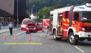 Gemeldeter Fahrzeugbrand nach Verkehrsunfall und Schornsteinbrand in einem Schloß in Plettenberg