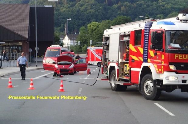 Photo of Gemeldeter Fahrzeugbrand nach Verkehrsunfall und Schornsteinbrand in einem Schloß in Plettenberg