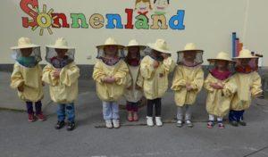 Wennigloher Kinder lernen viel über den Werdegang des Honigs