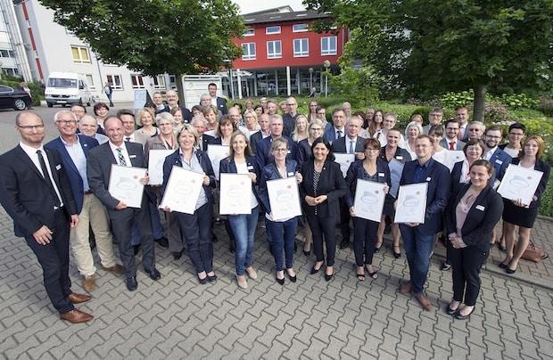 Photo of 21 Unternehmen familienfreundlich: Kompetenzzentrum Frau & Beruf zeichnet zehn Bewerber erstmals aus