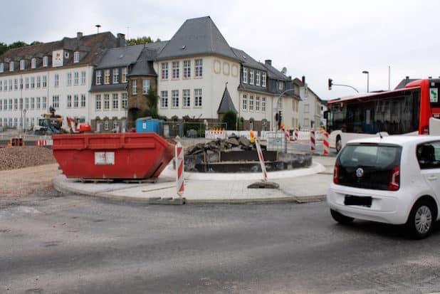 Die Baumaßnahmen am Ennester Tor werden voraussichtlich Ende August 2016 abgeschlossen sein. (Quelle: Hansestadt Attendorn)
