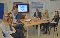 Studentinnen beschäftigten sich mit IT-Anwendungen und Cloud Computing in Iserlohn