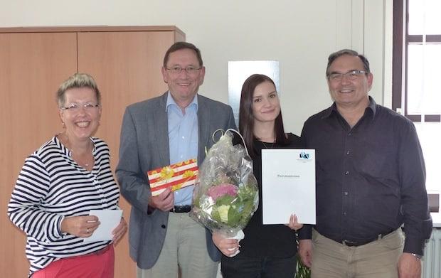 Photo of Lisann Siegfried mit gutem Ausbildungs-Abschluss bei der Stadt Hilchenbach