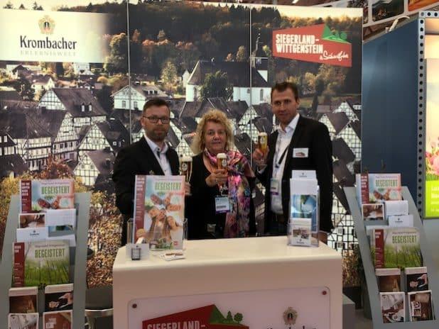 von links nach rechts: Christoph Halbe, Leiter Krombacher Erlebniswelt; Roswitha Still, Geschäftsführung TVSW; Arne Jährling, TVSW – Foto: TVSW