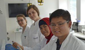 Indonesische Studenten zu Gast in Iserlohn: Praxissemester im Labor für Molekulare Biotechnologie