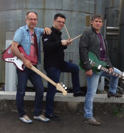 """Den Aufschlag bei der Veranstaltungsreihe """"Neunkirchen live"""" machen in diesem Jahr die drei Jungs von """"Old School Rock"""". Danach gibt's Deutschland : Frankreich! Quelle: Gemeinde Neunkirchen"""