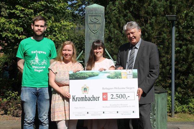 "Photo of Krombacher Brauerei spendet 2.500 Euro an die studentische Initiative ""Refugees Welcome Siegen"""