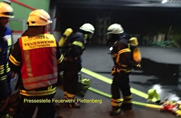 Photo of Plettenberg: Brand in Produktionsanlage eines Industriebetriebes – Mitarbeiter galt zunächst als vermisst