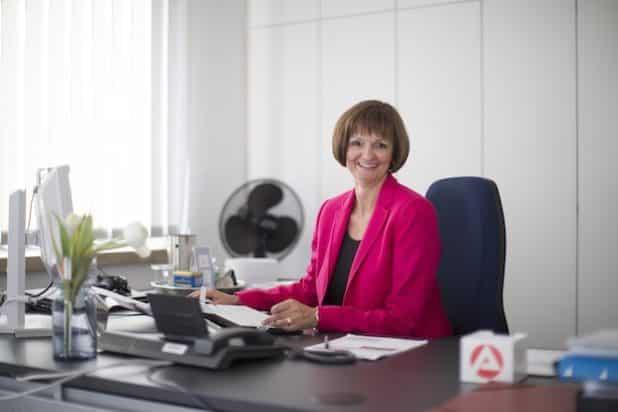 Dr. Bettina Wolf ist optimistisch, dass die jungen Fachkräfte schnell einen neuen Job finden. Quelle: Agentur für Arbeit Siegen