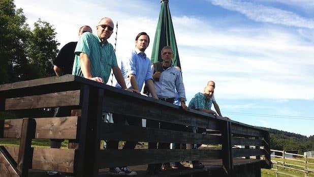 Von links: Peter Newiger (Landtagskandidat), Dirk Wiese MdB, Meinolf Pape (GF Postwiesenliftgesellschaft), Heinz Dickel (Vorsitzender Schützenverein) verdeckt Klaus Homrighausen (Orstsvorsteher), Sascha Hahn (Löschgruppenführer) im Hintergrund: Torben Firley (Vorsitzender SPD Kahler Asten) - Quelle: Dirk Wiese, MdB