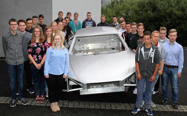 27 neue Auszubildende und Studenten starten bei EJOT in Wittgenstein ihre berufliche Karriere. Quelle: Andreas Wolf/EJOT