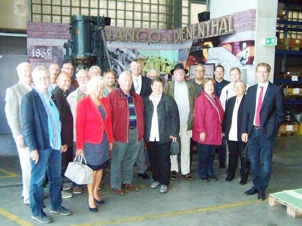 Geschäftsführer Arno Dienenthal (r.) führte die Mitglieder der Siegener SPD-Fraktion durch die Produktionshallen der Firma Dango & Dienenthal in Siegen.