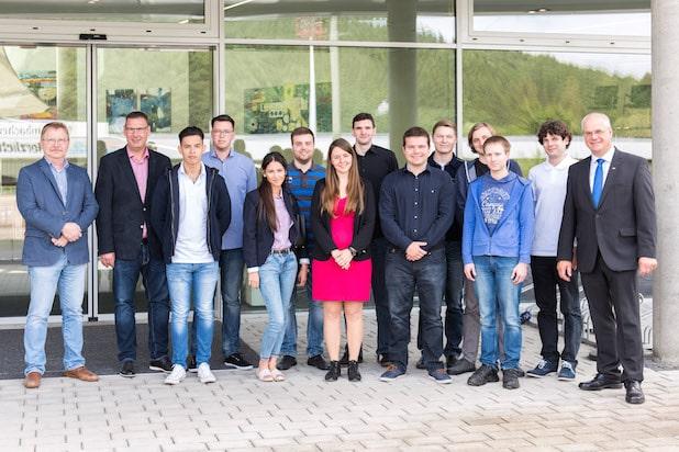 Photo of Drei Ausbildungsberufe, zwölf Auszubildende bei der Hees Bürowelt in Siegen