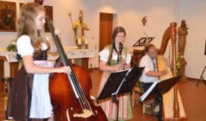 """Giebelwälder Holz- und Saitenmusik spielten """"Unter'm Pavillon"""" in Attendorn"""